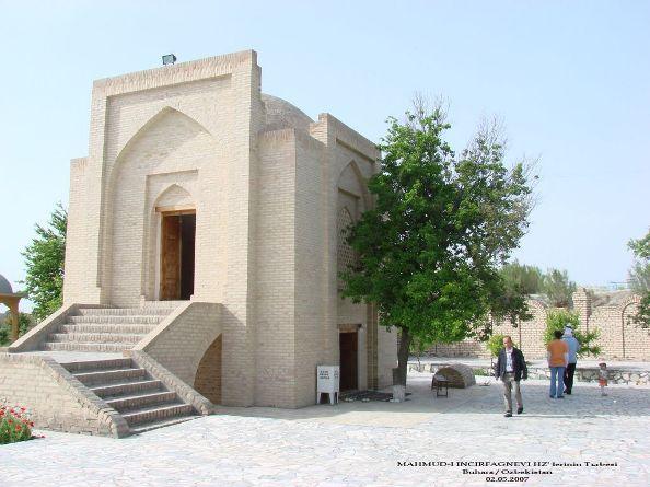 11- Fuad Yusufoğlu Mahmud-i İncir Fağnevi (Radiyallah-u anhu) nin mübarek türbesi
