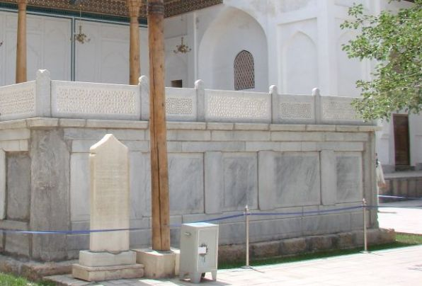 15-  Fuad Yusufoğlu Muhammed Behâeddin Buhâri hazretleri (r.a.) nin kabri şerifleri