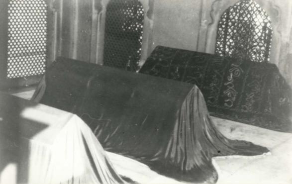 27- Fuad Yusufoğlu Mazhar-i-Can-i-Canan (r.a.) nın mübarek türbeleri