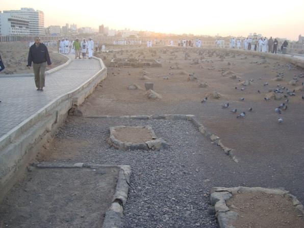 DSC00266  Fuad Yusufoğlu İmâm-i Mâlik ile hocaları (r.anhum)  mübarek kabirleri (Cennet-ül Baki' mezarlığı)